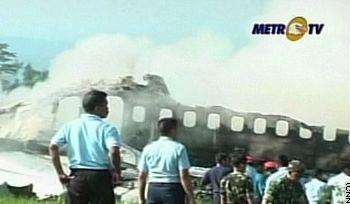 印尼起火客机航班号为GA-200 由雅加达飞往日惹