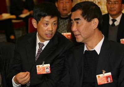 图文:四川代表团举行全体会议