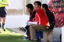 图文:[阿尔加夫杯]中国1-2美国 王海鸣很焦急