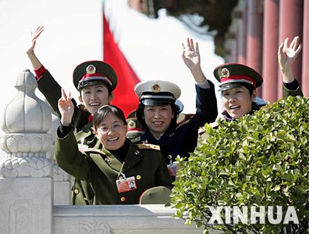 军中女杰庆祝三八妇女节(组图)