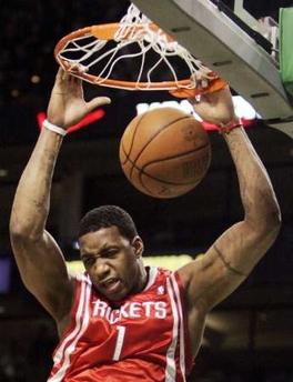 图文:[NBA]火箭VS凯尔特人 麦迪飞身扣篮