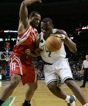 图文:[NBA]火箭VS凯尔特人 杰弗逊强打海耶斯