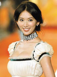 林志玲代言服装品牌倒闭 曾为自己设计公主装