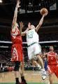 图文:[NBA]火箭胜凯尔特人 韦斯特单手上篮