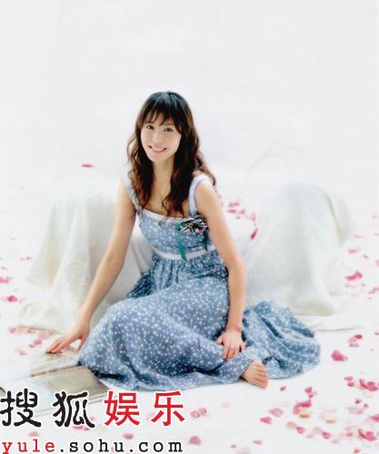 日韩明星    搜狐娱乐讯   松岛菜菜子一直拒绝贤妻良母造型曝光,不过