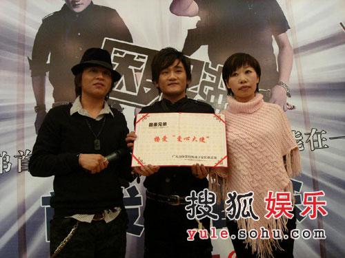 因果兄弟首张专辑盛大发布 展超凡唱功赢喝彩