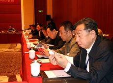工商联界别委员讨论物权法草案