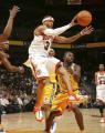 图文:[NBA]掘金队96-110勇士 艾弗森突破分球