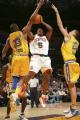 图文:[NBA]掘金队96-110勇士 迪亚瓦拉内线投篮