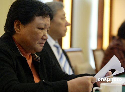 图:邓楠委员参加科技界联组讨论