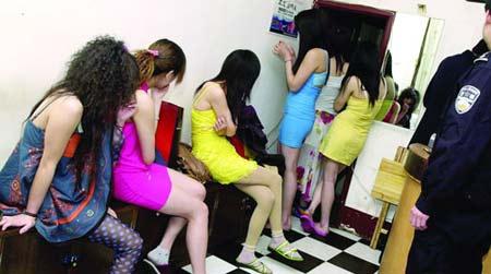 长沙民警突击检查 抓获两对卖淫嫖娼人员(图)