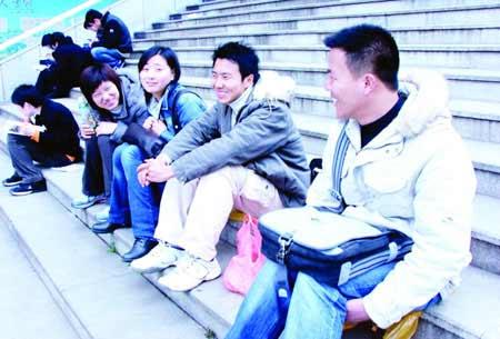 长沙公务员考试报名 湖北5学生组团考公安(图)