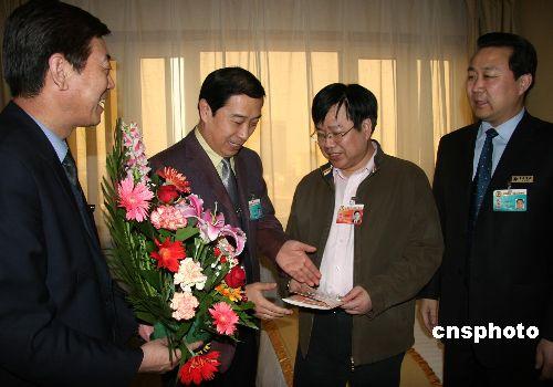 图文:驻地宾馆为委员庆生日