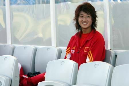 图文:阿杯中国0-1瑞典 王坤准备上场