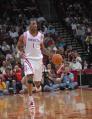 图文:[NBA]火箭VS网 麦迪带球进攻