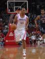 图文:[NBA]火箭VS网 海耶斯带球进攻