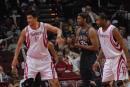 图文:[NBA]火箭VS网 姚明内线要位