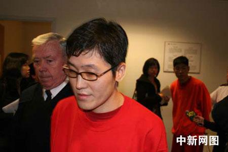 加当局继续拘留李东哲李东虎 称二人是中国逃犯(组图)
