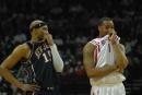 图文:[NBA]火箭胜篮网 麦迪与卡特场上搞怪