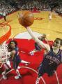 图文:[NBA]火箭胜篮网 纳克巴摘下篮板