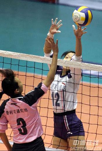 图文:女排联赛天津完胜夺冠 张越红拦网