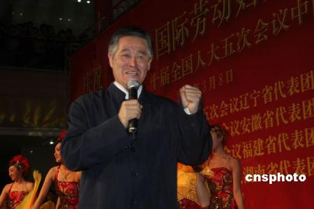 全国人大代表赵本山高度赞扬海外华侨的爱国心