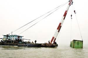 广州珠江口两船相撞 8船员获救未造成污染(图)
