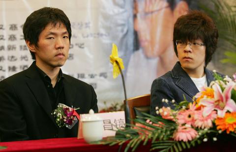 图文:李昌镐为武汉亚洲棋院揭牌 备战国手战