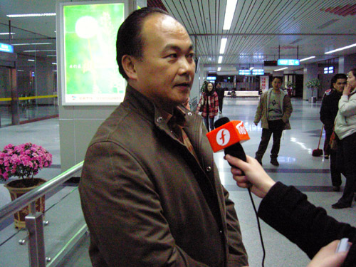 图文:男子举重队进驻马江基地 陈文斌接受采访