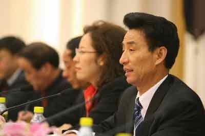 人大代表杨绍军11年收养270名孤儿(图)