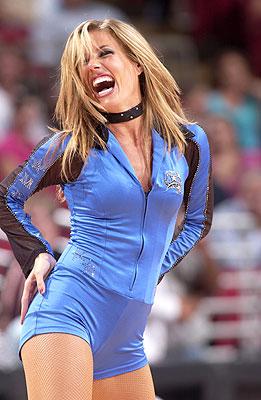 图文:[NBA]魔术美女啦啦队 狂野女郎引爆全场