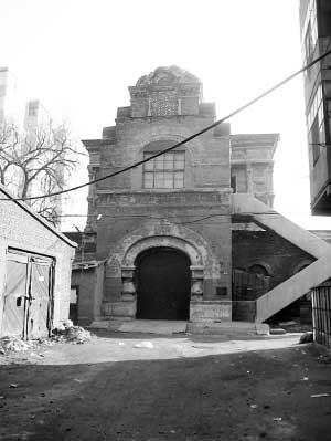 哈尔滨珍贵保护建筑伊维尔教堂残破不堪(图)
