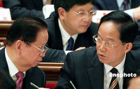 图文:肖扬与贾春旺出席第三次全体会议
