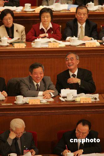 中国人均负担行政费用20年增长23倍 与浪费有关