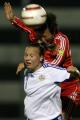 图文:[阿杯]中国女足VS芬兰  双方拼抢头球