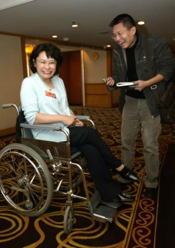 两会花絮之记者采访残疾人代表委员