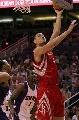 图文:[NBA]火箭VS太阳 姚明内线勾手