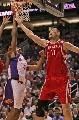 图文:[NBA]火箭VS太阳 姚明阻击迪奥