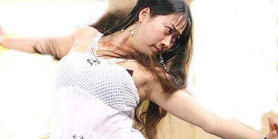 组图:黄奕与芙蓉姐姐撞衫 一件衣服两样风情
