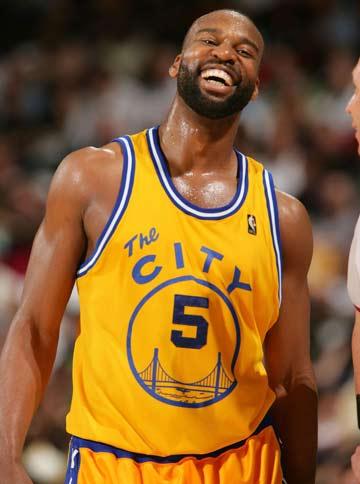 图文:[NBA]小牛100-117勇士 戴维斯一脸哼笑