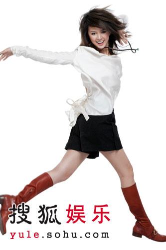 组图:谭维维登时尚杂志 薄纱秀玉腿展女性魅力
