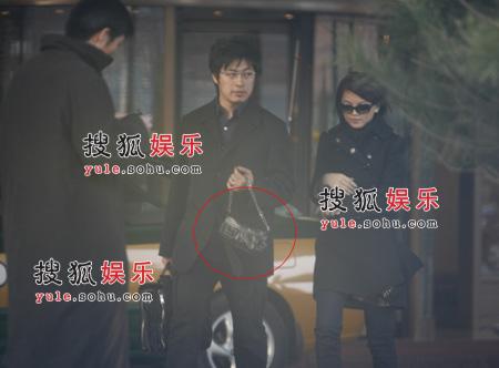 独家:李湘离婚不寂寞 与男友公开亲热(组图)