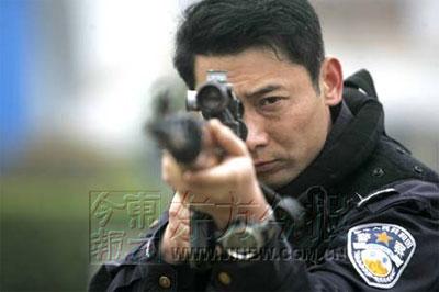 揭秘郑州特警神枪手 头号狙击手是个近视眼(图)