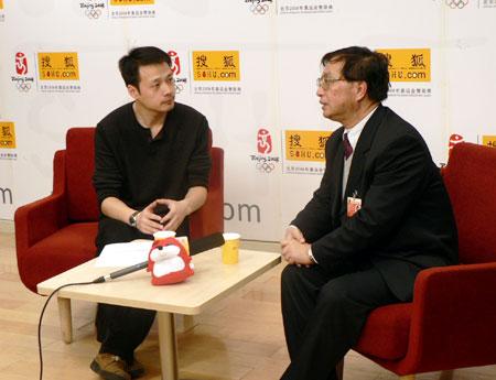 洪可柱做客搜狐谈房价、经济学家圈钱等热点问题(实录)