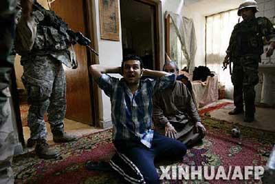 伊总理深入反政府武装据点 合谋瓦解萨德尔武装