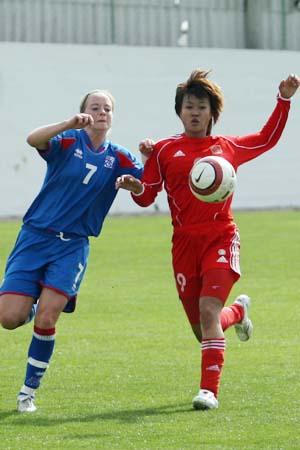 图文:[阿杯]女足1-4冰岛 韩端力拼对手