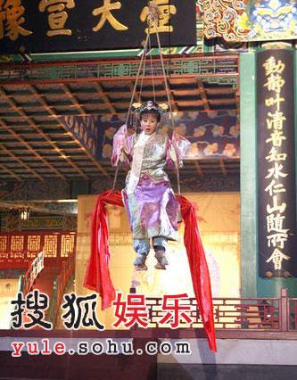 组图:萧蔷吊钢丝不用替身 霍思燕大方拍吻戏