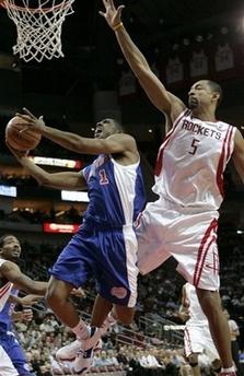 图文:[NBA]火箭VS快船 贾森-哈特突破上篮