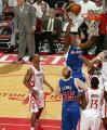 图文:[NBA]火箭VS快船 布兰德内线勾手
