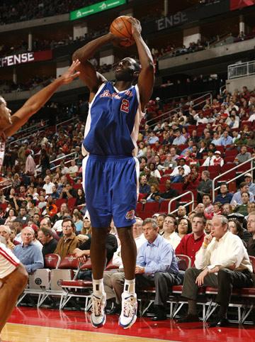图文:[NBA]火箭胜快船 托马斯三分出手